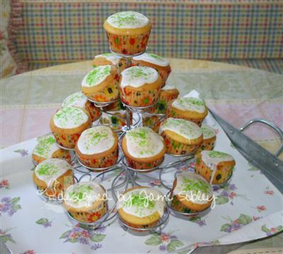 cupcakes-for-mothers-day-2007-jami-custom.jpg