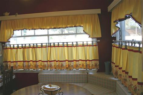 kitchen-curtains-banquette-april-2010-custom.jpg