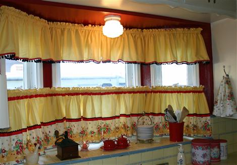 kitchen-curtains-over-sink-april-2010-custom.jpg